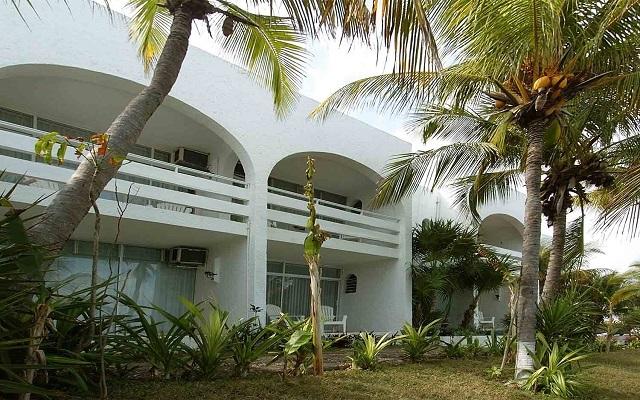 Hotel Maya Caribe Beach House by Faranda Hotels, instalaciones rodeadas de áreas verdes