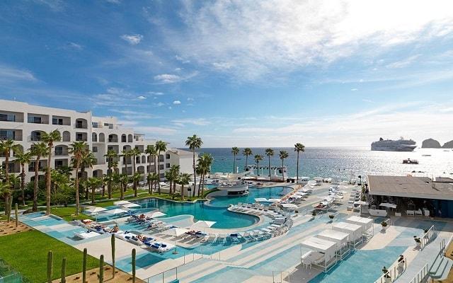 Hotel ME Cabo, disfruta de su alberca al aire libre