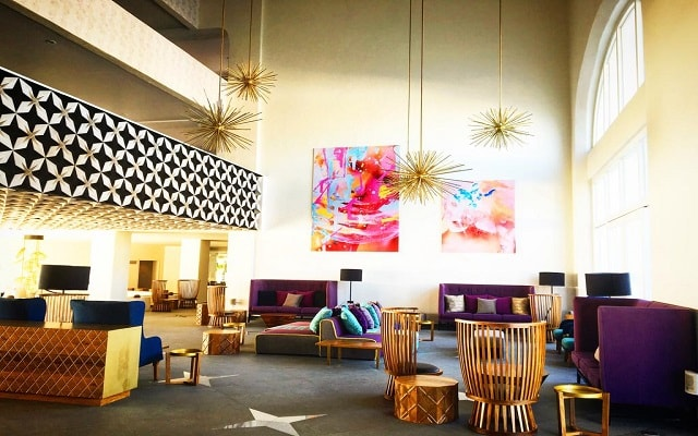 Hotel ME Cabo, atención personalizada desde el inicio de tu estancia