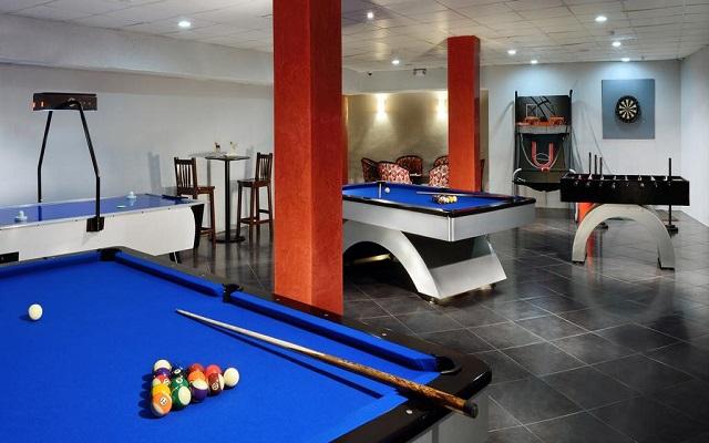 Hotel Meliá Cozumel Golf All Inclusive, desafía a un amigo en un partido de billar
