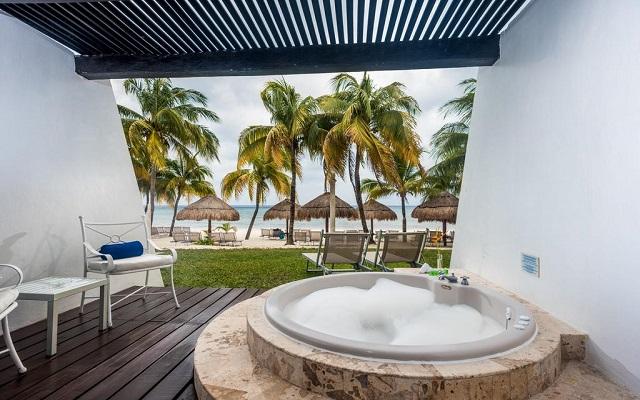 Hotel Meliá Cozumel Golf All Inclusive, relájate en el hidromasaje