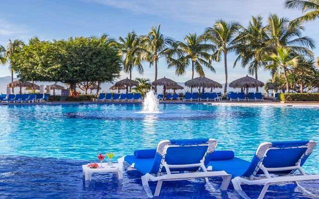 Hotel Meliá Puerto Vallarta All Inclusive, disfruta su alberca al aire libre