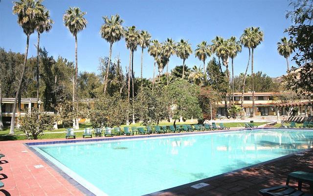 Hotel Misión Comanjilla, disfruta su alberca al aire libre