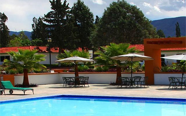Hotel Misión Express Saltillo, disfruta de su alberca al aire libre