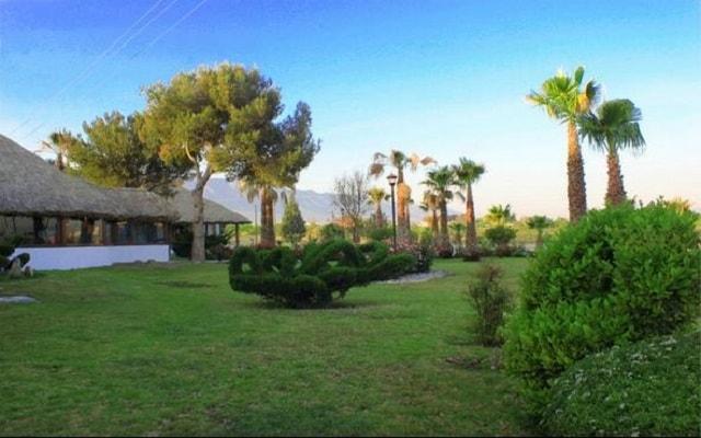 Hotel Misión Express Saltillo, pasea por sus lindos jardines
