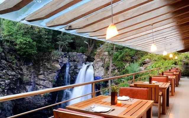 Hotel Misión Grand Valle de Bravo, disfruta tus alimentos con una bella vista en el restaurante
