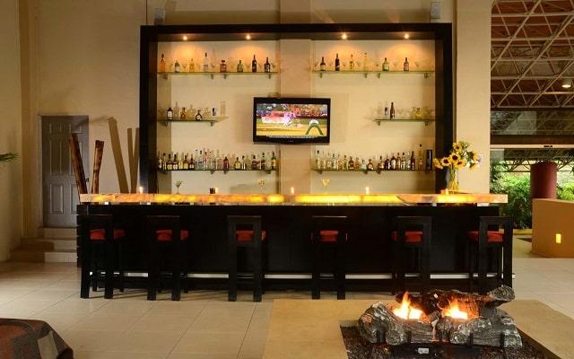 Hotel Misión Grand Valle de Bravo, Lobby bar Sarabanda
