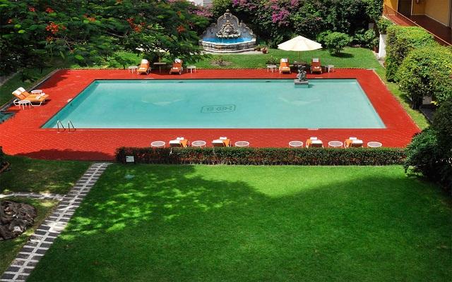 Hotel Misión Guadalajara Carlton, disfruta de su alberca al aire libre
