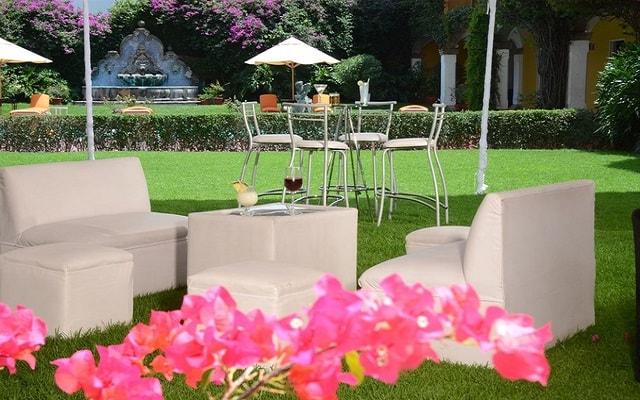 Hotel Misión Guadalajara Carlton, relájate en su hermoso jardín