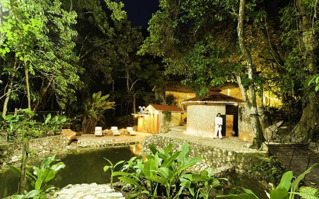 Hotel Misión Palenque, rodeado de abundante vegetación