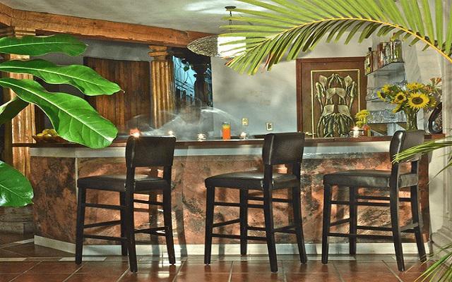 Hotel Misión Pátzcuaro Centro Histórico, disfruta de una bebida en el bar