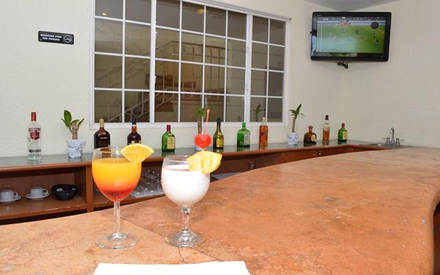Hotel Misión Veracruz, relájate y disfruta un rico coctel