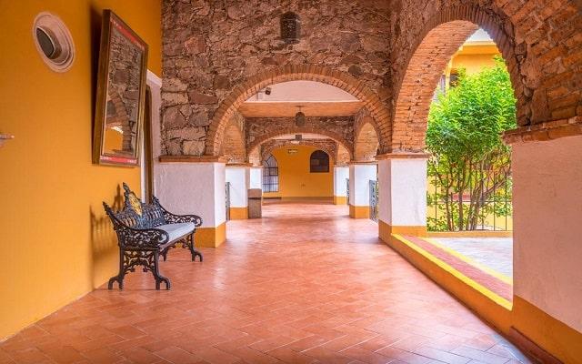 Hotel Monteverde Best Inns, propiedad de arquitectura colonial