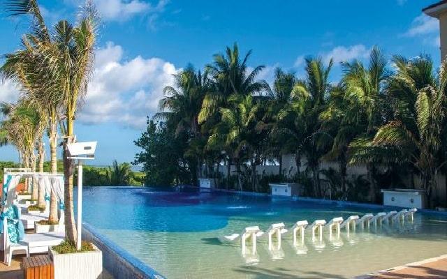 Hotel Now Emerald Cancún, disfruta de su alberca al aire libre