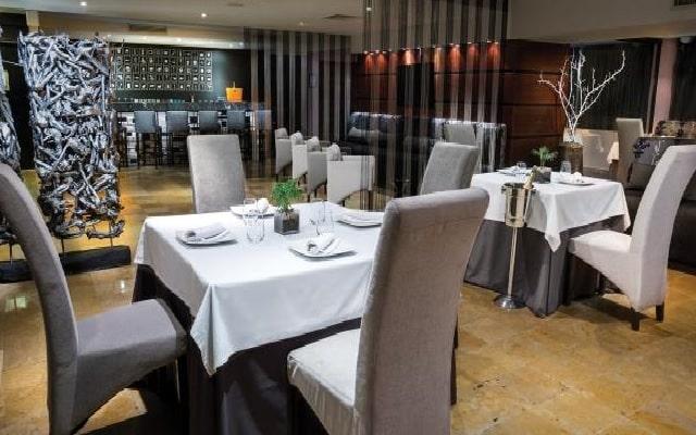 Hotel Now Emerald Cancún, gastronomía nacional e internacional