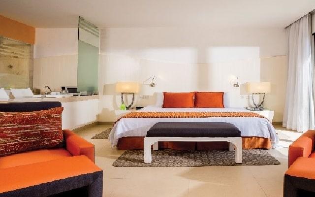 Hotel Now Emerald Cancún, espacios acondicionados para tu confort