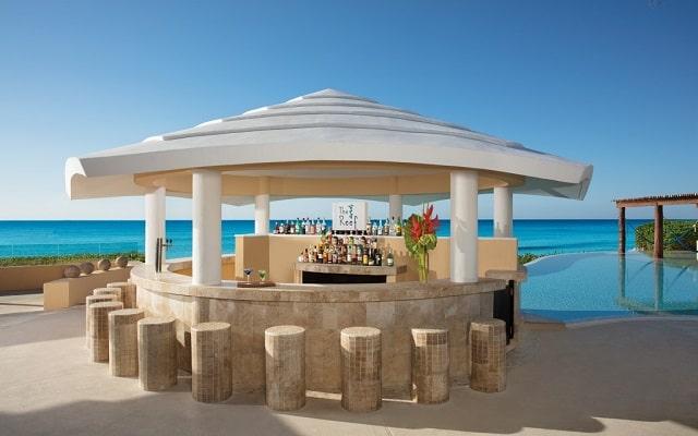 Hotel Now Jade Riviera Cancún, deléitate con la bebida de tu agrado