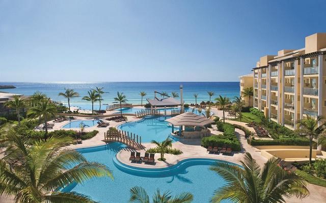 Hotel Now Jade Riviera Cancún, disfruta de su alberca al aire libre