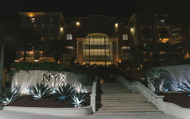 Hotel NYX Cancún, ingreso, vista nocturna