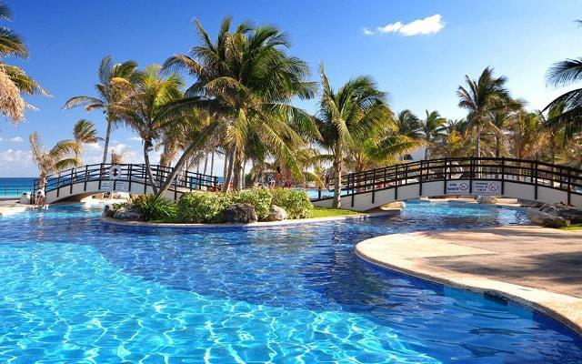 Hotel Oasis Cancún Lite, disfruta de su alberca al aire libre