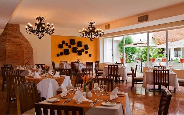 Hotel Oasis Palm, Restaurante Dos Lunas