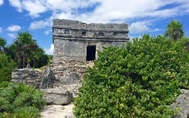 Hotel Occidental at Xcaret Destination, encontrarás 2 ruinas mayas