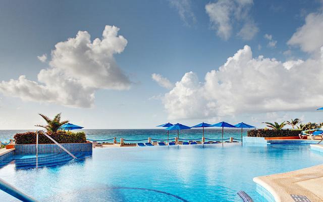 Hotel Occidental Tucancún, disfruta de su alberca al aire libre