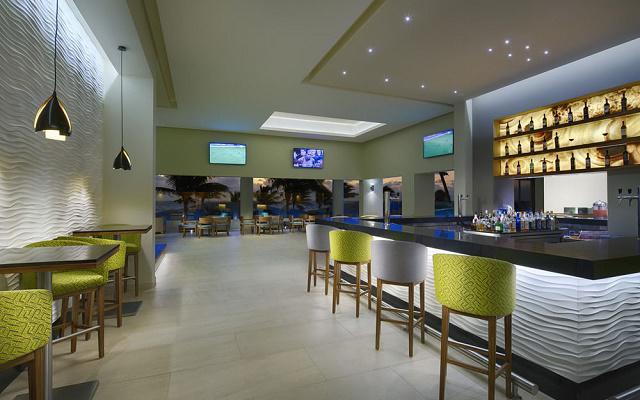 Hotel Occidental Tucancún, prueba un coctel en el bar