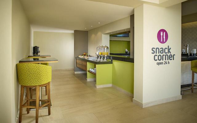 Hotel Occidental Tucancún, snack corner disponible las 24 hs
