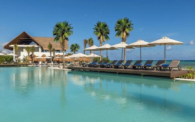 Hotel Ocean Riviera Paradise All Inclusive, refréscate en el bar de la alberca