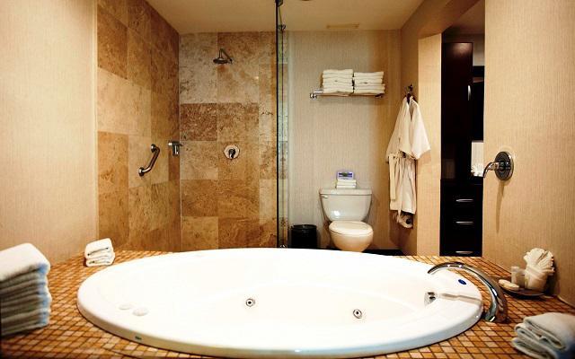Te ofrece amplias instalaciones de baño