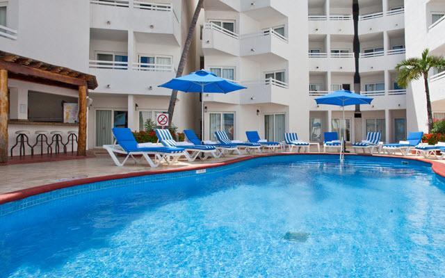 Hotel Ocean View Cancún Arenas, disfruta de su alberca