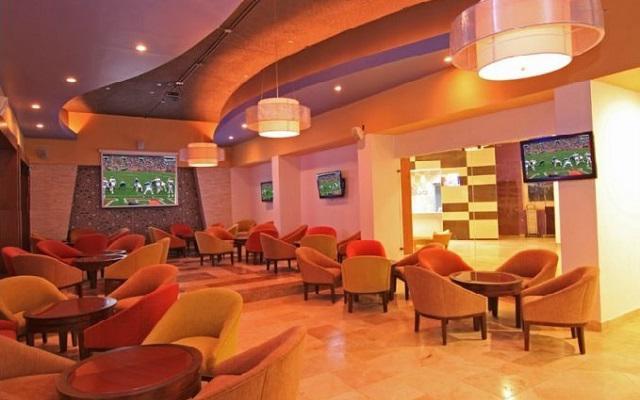 Hotel Océano Palace Mazatlán, relájate tomando alguna bebida del bar