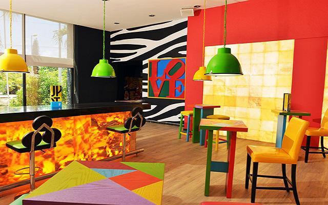Hotel Oh! The Urban Oasis, disfruta una copa en el bar
