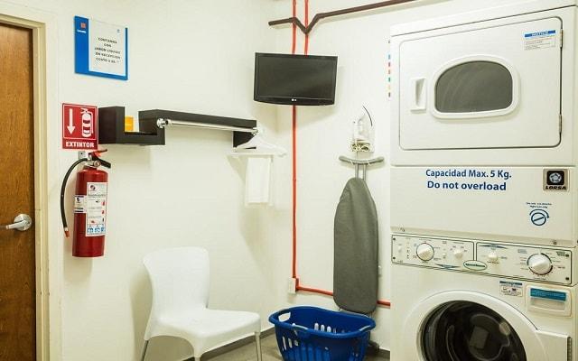 Hotel One Playa del Carmen Centro, lavandería de autoservicio