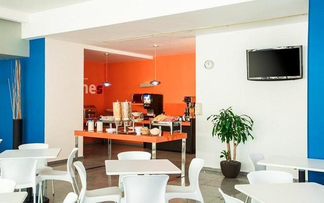 Hotel One Playa del Carmen Centro, disfruta un rico desayuno en cortesía
