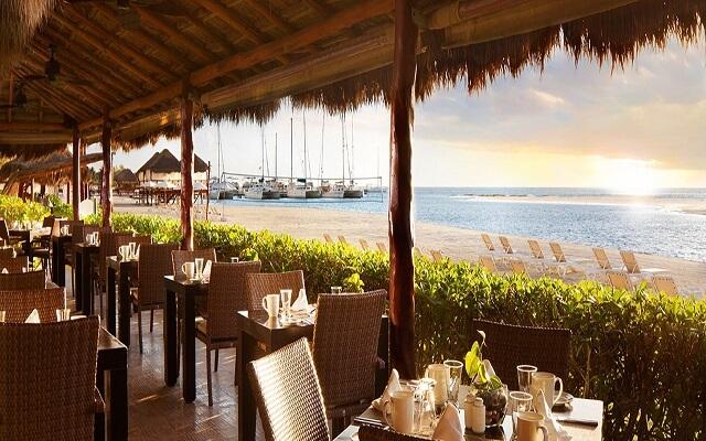 Hotel Palafitos Overwater Bungalows by Karisma, disfruta una rica comida en El Dorado Maroma