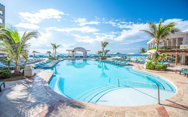 Hotel Panamá Jack Resorts Gran Caribe Cancún, buena ubicación a pie de playa