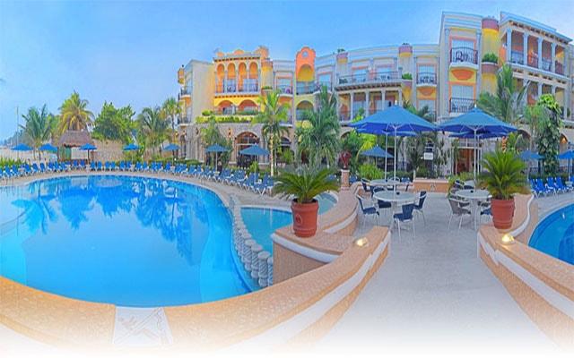 Hotel Panama Jack Resorts Gran Porto Playa del Carmen, refréscate en su alberca