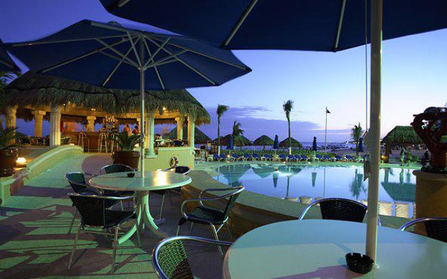 Hotel Panama Jack Resorts Gran Porto Playa del Carmen, disfruta una copa en el bar