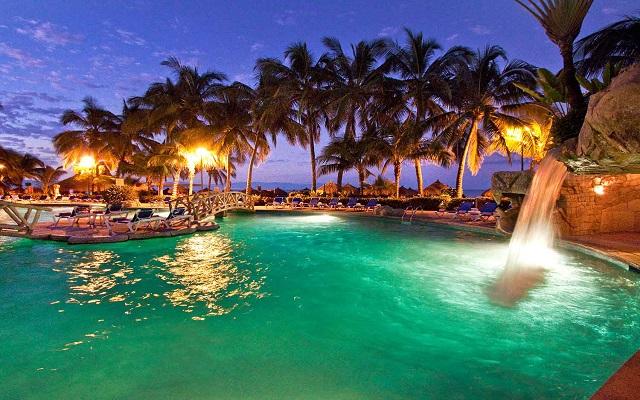 Hotel Paradise Village Beach Resort and Spa, disfruta un bello atardecer