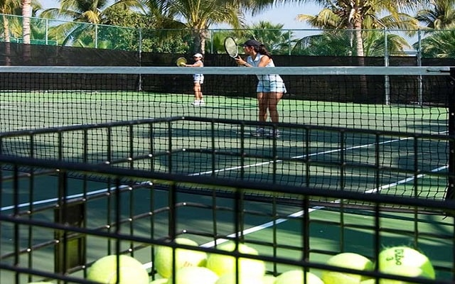 Hotel Paradise Village Beach Resort and Spa, cancha de tenis