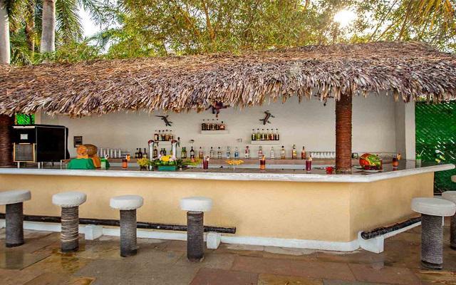 Hotel Park Royal Huatulco, disfruta una bebida refrescante en sus bares