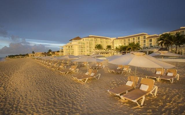 Hotel Playacar Palace, descansa en la comodidad de sus camastros