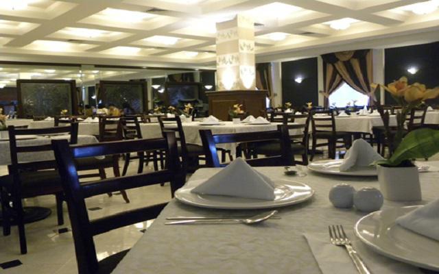 Disfruta de platillos típicos en el restaurante