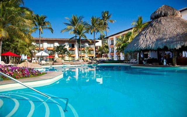 Hotel Plaza Pelícanos Club Beach Resort, disfruta de su alberca al aire libre