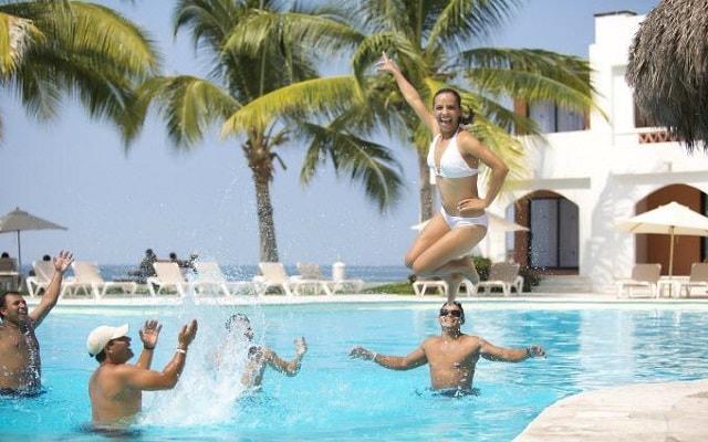 Hotel Plaza Pelícanos Club Beach Resort, actividades en la alberca