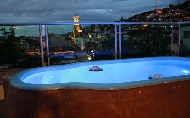 Hotel Porto Alegro, relájate en la alberca