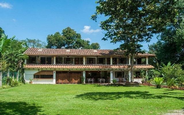 Hotel Posada La Querencia, tome un momento de descanso en el jardín