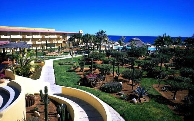 Hotel Posada Real Los Cabos, pasea por el jardín